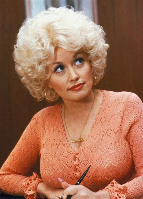 20 beautiful portrait photos of dolly parton in the 1970s vintage everyday