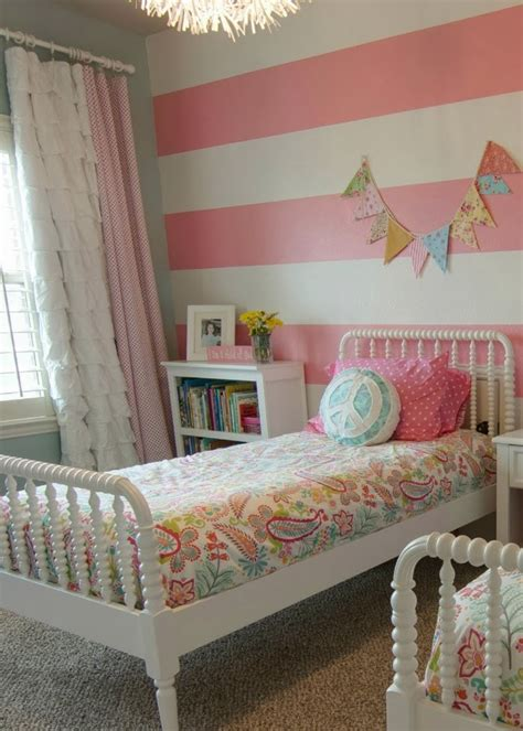 bedroom with stripes decoration and ideas ideas for decorating girls bedroom