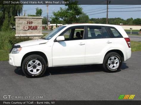 2007 Suzuki Grand Vitara 4x4 White Pearl 2007 Suzuki Grand Vitara 4x4 Black