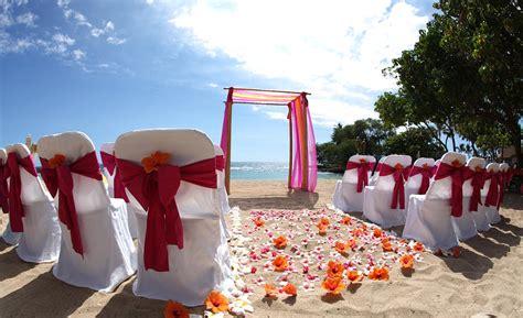 hawaii beach wedding setup  vanessa chris