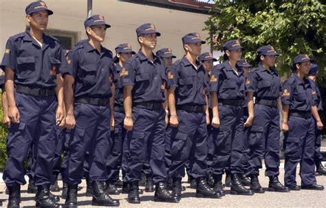 uniforme servicio penitenciario bonaerense qu 233 incluye la oferta de la provincia a los polic 237 as