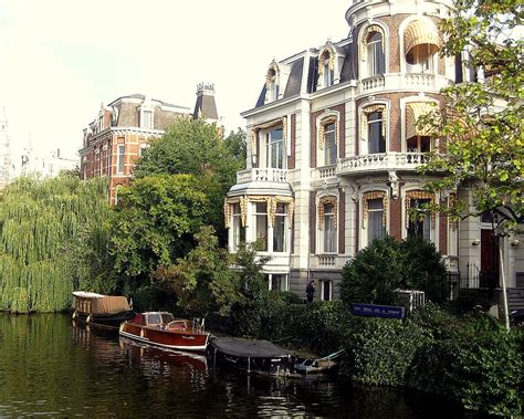 canapé housse amsterdam canal house wanderlustful writing
