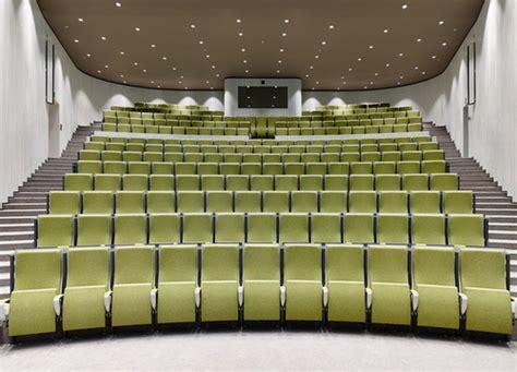 kortrijk auditorium desain auditorium karya dehullu architecten  mengelaborasi dinding