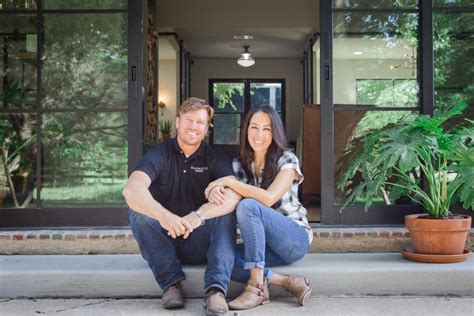 fixer upper bringing in laura bush and tim tebow tv com fixer upper season 5 every memorable moment chip and
