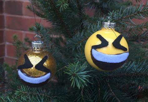 dltk christmas decoration big smile emoij ornament