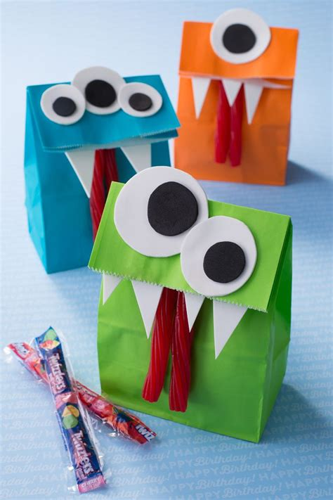 How To Make Paper Goody Bags - 25 best ideas about goody bags on favor