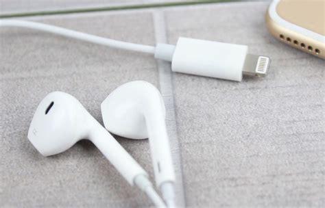 iphone 7 lightning headphones appear on geeky gadgets