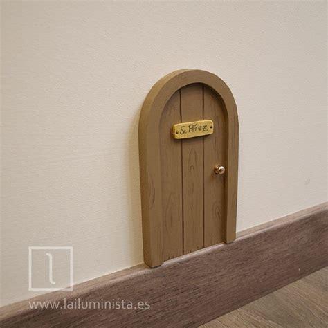 el ratoncito perez classic 8478644865 cl 225 sica puerta para el rat 243 n p 233 rez en madera de pino reutilizada una puerta muy riojana