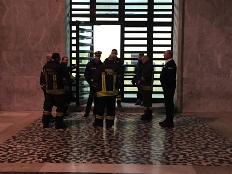 uffici inps genova inps allarme incendio e fumo gli uffici restano chiusi