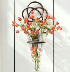 this graceful wrought iron knot vase is simplistic yet