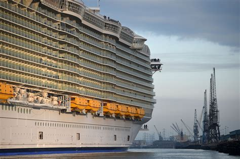 royal caribbean largest ship cruise ship