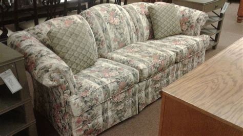 Broyhill Floral Sofa Delmarva Furniture Consignment