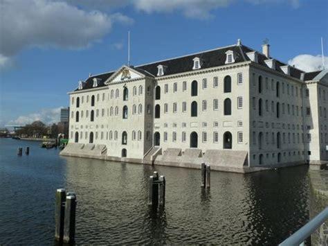 gebouw scheepvaartmuseum amsterdam het scheepvaartmuseum in amsterdam door dok architecten