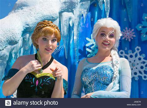 film elsa frozen bahasa malaysia elsa und anna anna und elsa zeichen disney film frozen