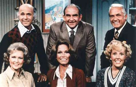 mary tyler moore 1970 episodes cast mary tyler moore monday some hilarious bloopers from