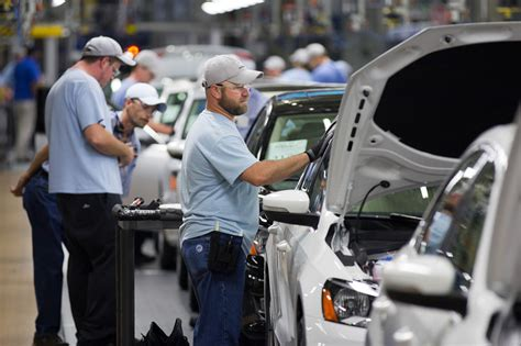 volkswagen policy change  tennessee plant paves   unions wsj