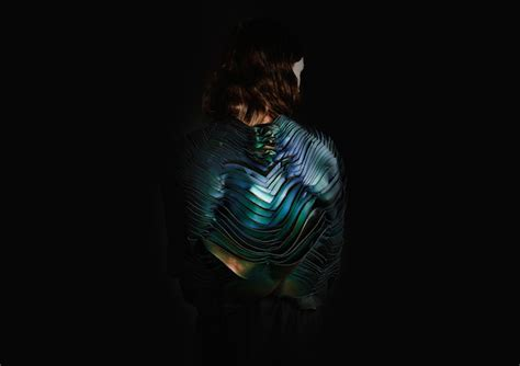 Wearable tech: fabric whose color changes with heat, sound