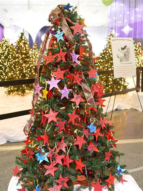 how to decorate an outside christmas tree 22 best outdoor tree decorations and designs for 2019