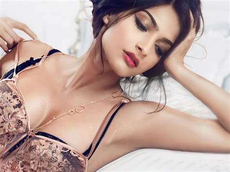 very hot themes download download sonam kapoor very hot photoshoot wallpaper hd