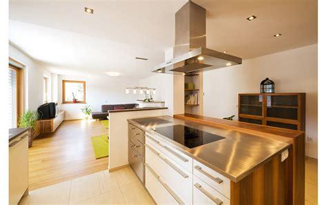 minimalistische wohnzimmermöbel zimmer streichen orange
