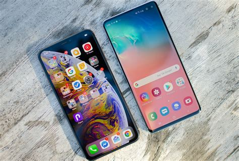 compare  samsung galaxy    iphone xs max