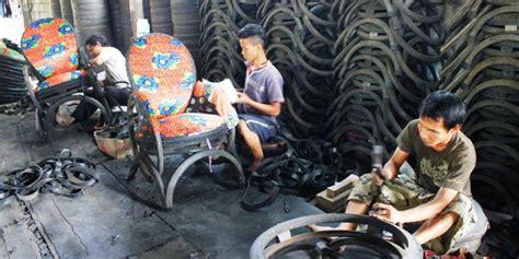 Kursi Dari Ban Bekas dari ban bekas usman raup ratusan juta rupiah kompas