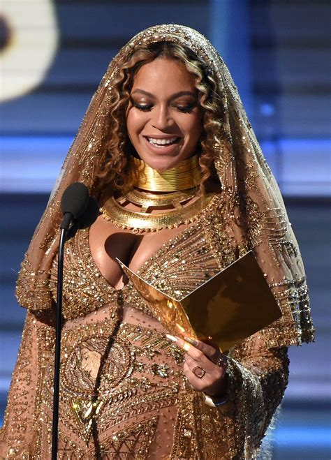 beyonce grammys beyonc 233 performs at 59th annual grammy awards in los