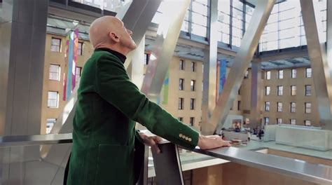 designboom norman foster norman foster tours new york s hearst tower with the help