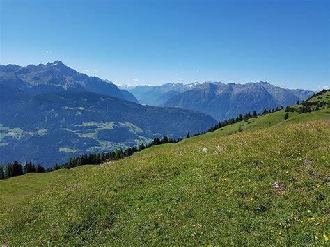 urlaub auf der alm tirol familienausflug auf der alm der alltag umgeben bergen