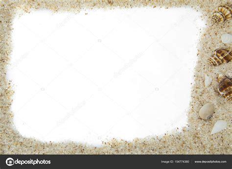 cornici conchiglie cornice con conchiglie e sabbia foto stock
