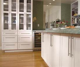 Styles Of Kitchen Cabinets Off White Shaker Cabinets In A Contemporary Kitchen Omega