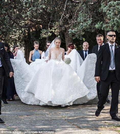 hochzeitskleid victoria swarovski victoria swarovski marries in italy daily mail online
