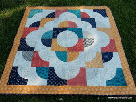 curved piecing and a free quilt pattern a quilting