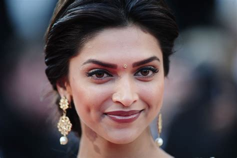 bollywood actress face shapes deepika padukone in on tour premiere 63rd cannes film