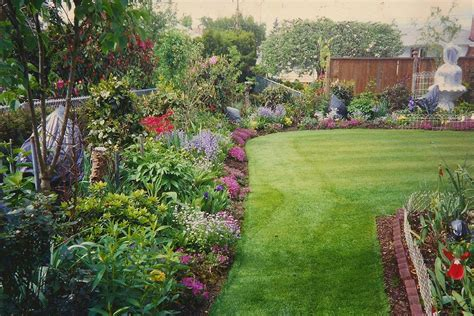 Garden Flower Beds 24 Awesome Small Backyard Inspirations With Colorful Flower Ideas 24 Spaces