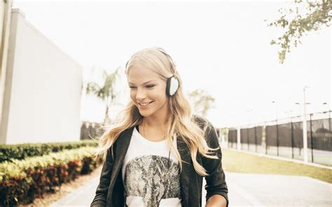 darya klishina tattoo athlete darya klishina headphones wallpapers and images