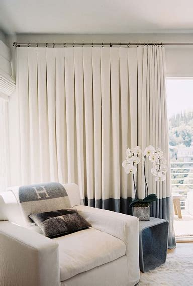 Moderne Einrichtung Wohnzimmer 4508 by Great Exle Of Inverted Pleat Curtains With A Large Band