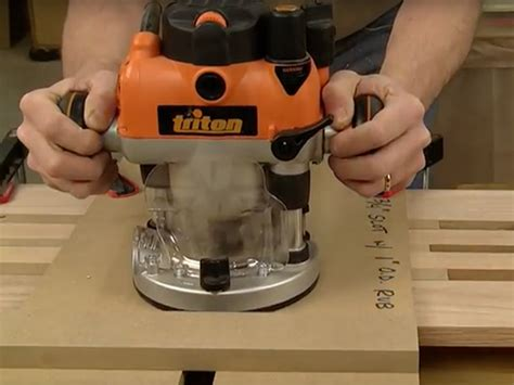 video cutting dado slots   plunge router