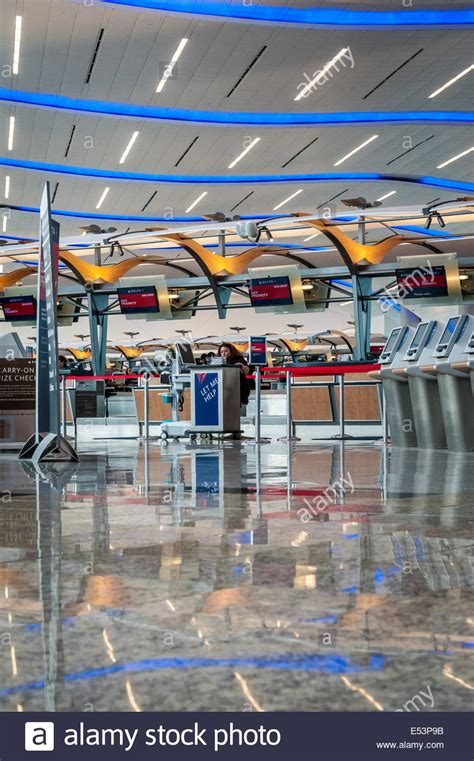 airlines help desk delta airlines baggage check in and help desk at atlanta