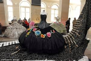 Folie Bergere Designer by 6 000 Costumes Collection From Historic Folies Berg 232 Re