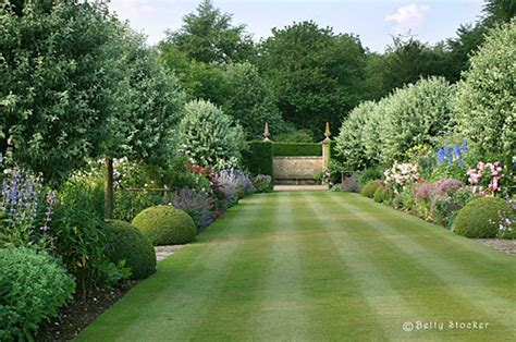 House Garden by The Official Chipping Cden Co Uk Cotswolds Guide For Accommodation Touring Dining