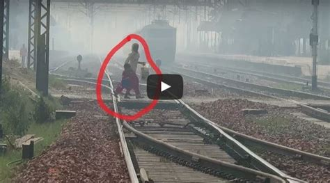 timing of boat club bhopal lady with child in front of 130 kmph kanpur shatabdi