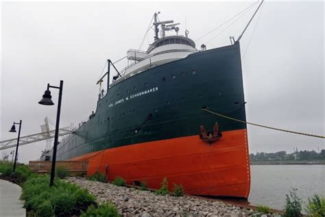 living on a boat in the great lakes shipwrecks lighthouses in spotlight at toledo s national