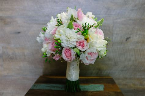 wedding bouquets yarra valley pink wedding flowers earth flowers