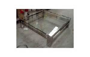 table basse en verre transparent et en acier inox