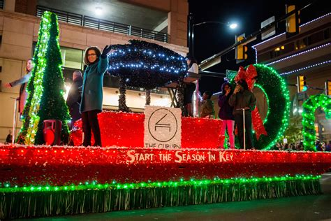 parade of lights 2017 fort worth xto energy parade of lights delivering a postcard to