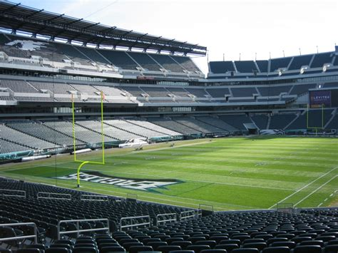 seating capacity of lincoln financial field philadelphia eagles schedule roster 2015
