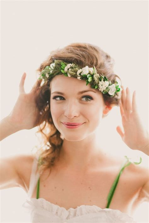 getting fullness on the hair crown wedding hair accessories 5 options to get your hair ready
