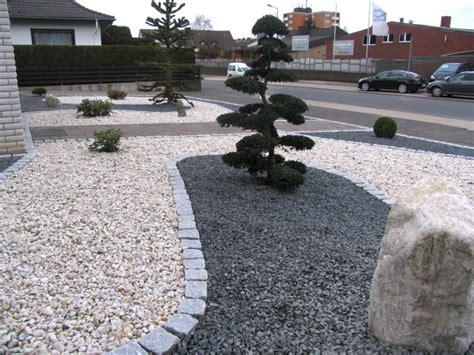vorgarten mit kies gestalten gartenplanung vorgarten mit hellem und dunklem splitt fertig