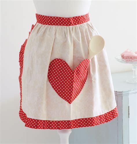 easy apron pattern uk how to make sweetheart apron sewandso